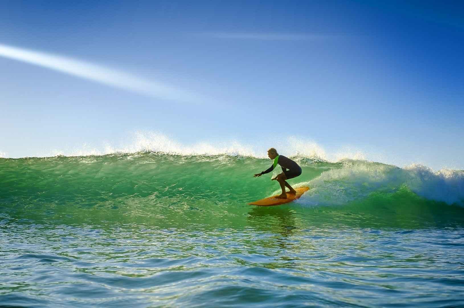 Cours de surf en live sur la plage de biscarrosse office de tourisme des grands lacs - Office du tourisme biscarrosse plage ...