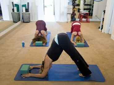 yoga_workout_exercise_stretching_healthy_body_health_female-1344475.jpg!s